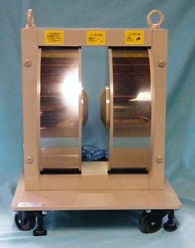 光学用電磁石(縦型・クライオスタット取付穴付)